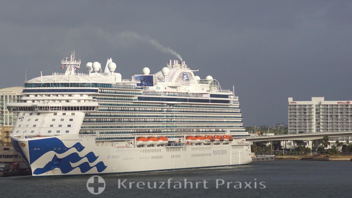 Sky Princess im  Hafen von Fort Lauderdale