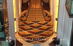 Celebrity Equinox - Das Grand Foyer