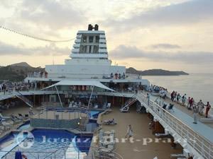 Mein Schiff 1 - Auslaufmanoever Antigua