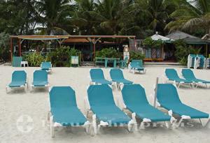 Sint Maarten - Liegen am Bikini Beach
