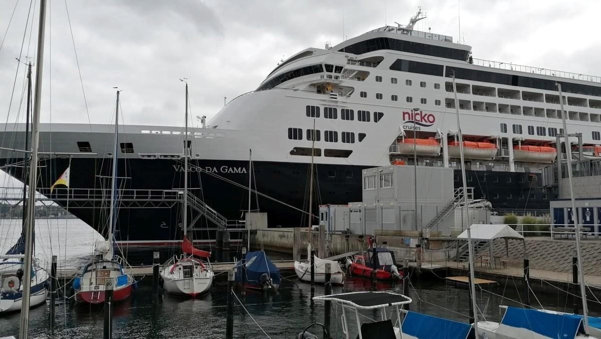 vasco da gama in the harbor