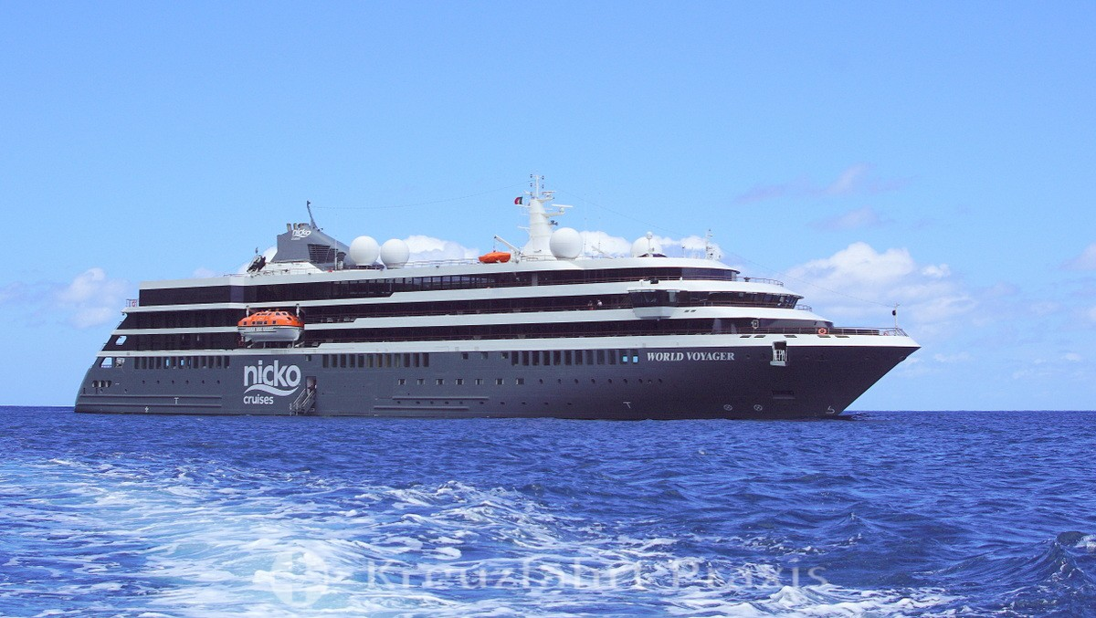 WORLD VOYAGER in the roadstead in front of Corvo / Azores