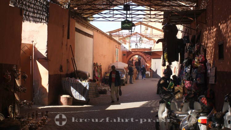 Marrakech - alley in the souk