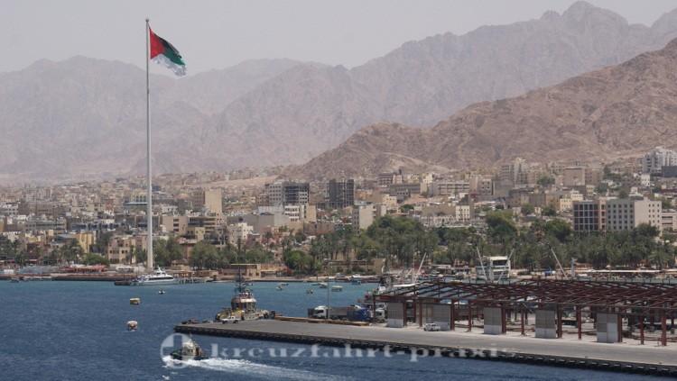 Hafen von Akaba mit Fahnenmast