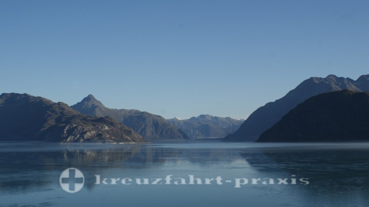 Mitten in Glacier Bay