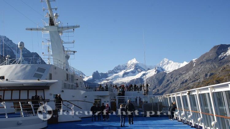 Passagiere in Erwartung des Gletschers