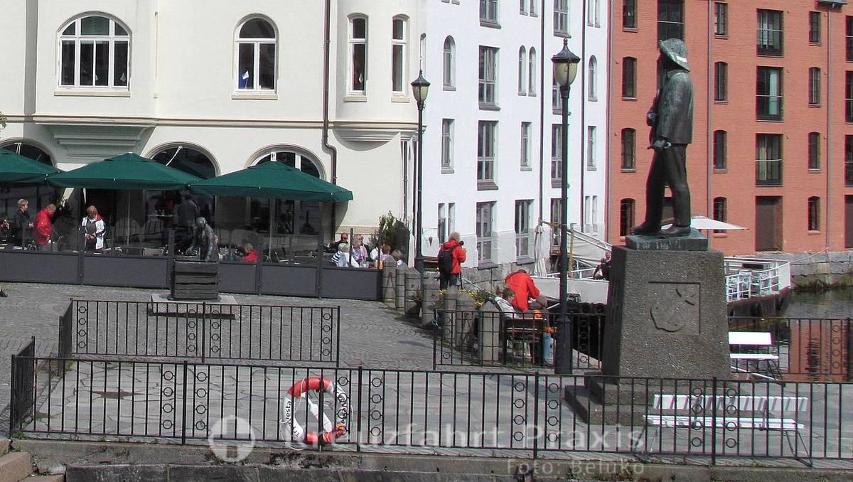 Ålesund - Apotekergata - Monument eines Fischerjungen