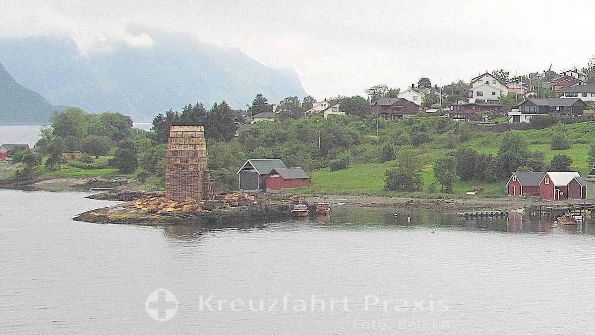 Ålesund - Mitsommerfeuer - Aufbau des dafür benötigten Holzstapels