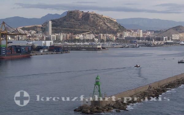 MSC Poesia - Alicante Hafeneinfahrt