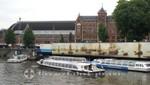 Grachtenboote vor Centraal Station