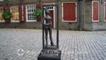 Bronzefigur Belle am Oudekerksplein