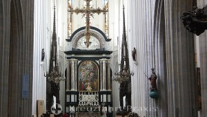 Cathedral of Our Lady - main altar with picture of Rubens