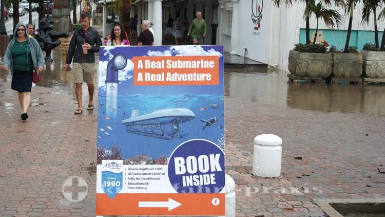 Aruba - Werbung für ein Passagier-Unterseeboot