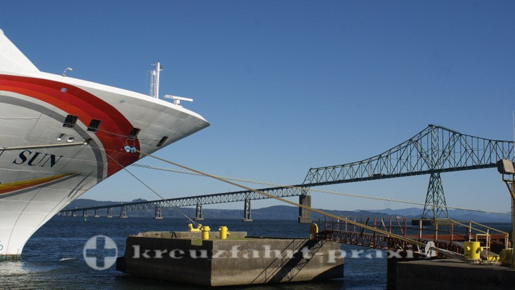 Astoria-Megler-Bridge mit Norwegian Sun