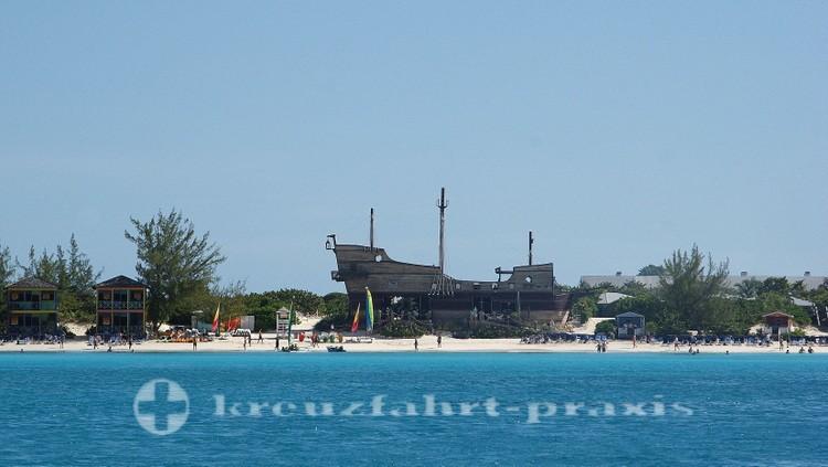 Bahamas - Half Moon Cay - Captain Morgan on the Rocks Bar