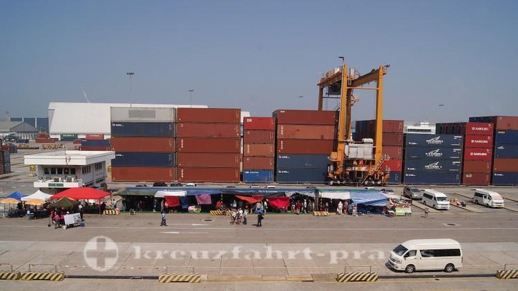 Im Industriehafen Laem Chabang