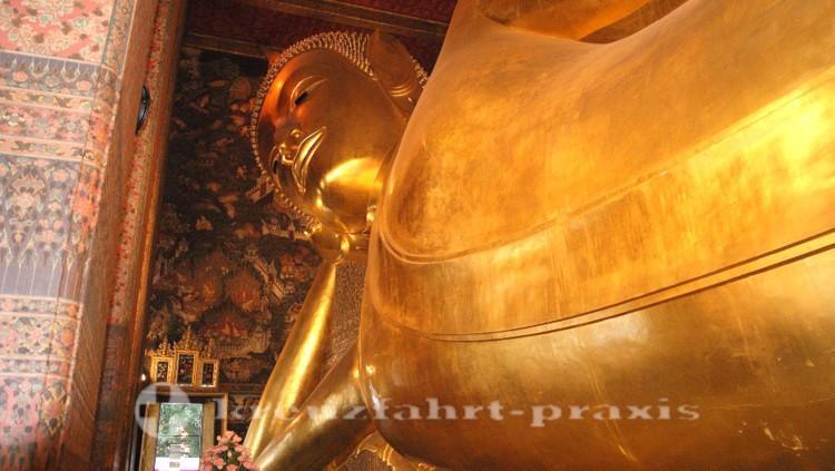 Der liegende Buddha im Wat Pho-Tempel