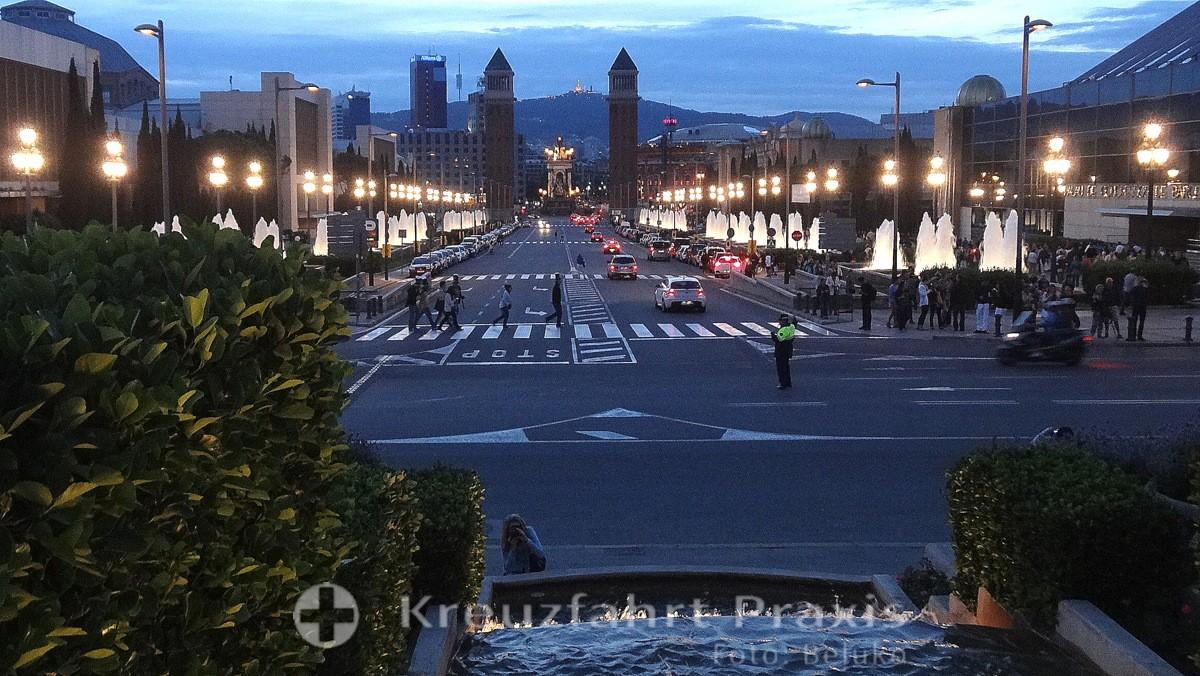 Barcelona - Font Màgica - Blick auf die Plaça d'Espanya