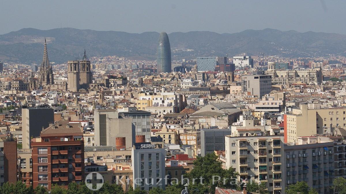 Barcelona Panorama mit dem Torre Agbar