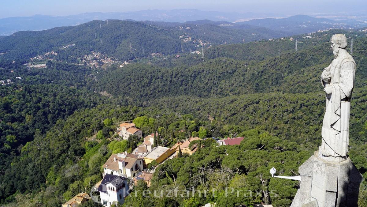 Barcelona - Blick von der Aussichtsplattform der Basilika Sagrat Cor ins Umland