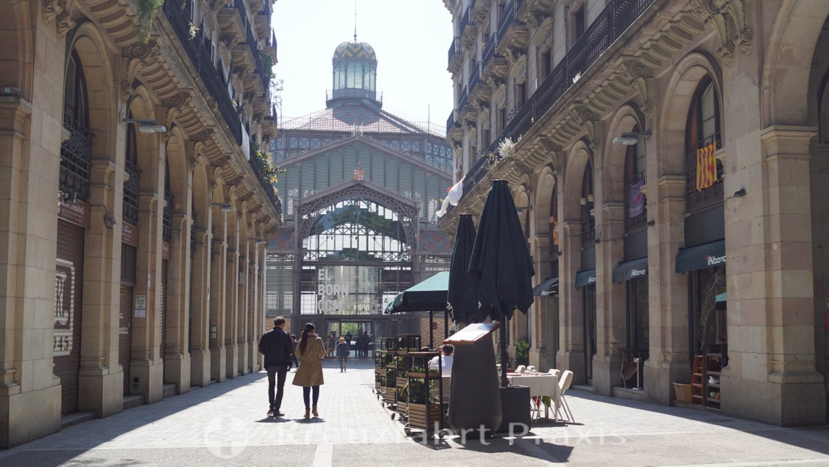 Passatge Mercantil - im Hintergrund die Markthalle El Born