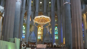 Barcelona - Sagrada Familia - canopy over altar