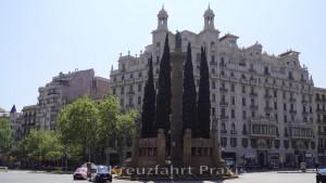 Passeig de Sant Joan mit dem Monument a Mossen Jacint Verdaguer
