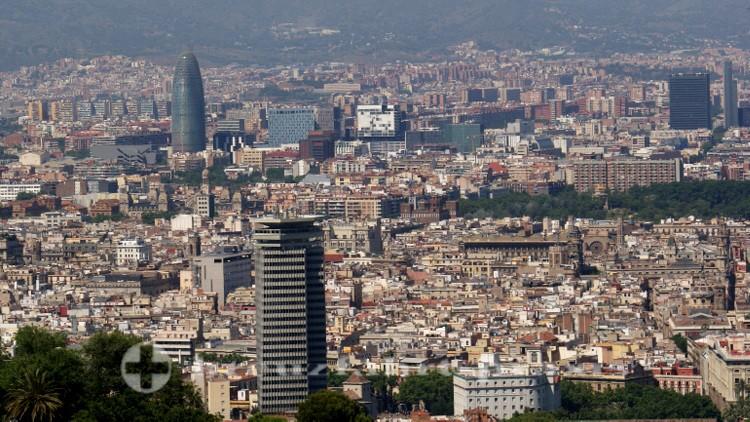 Panorama - Links hinten der Torre Agbar