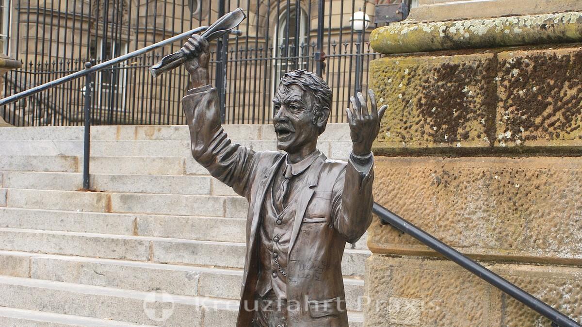 Belfast - Custom House - die Bronzefigur des Speaker