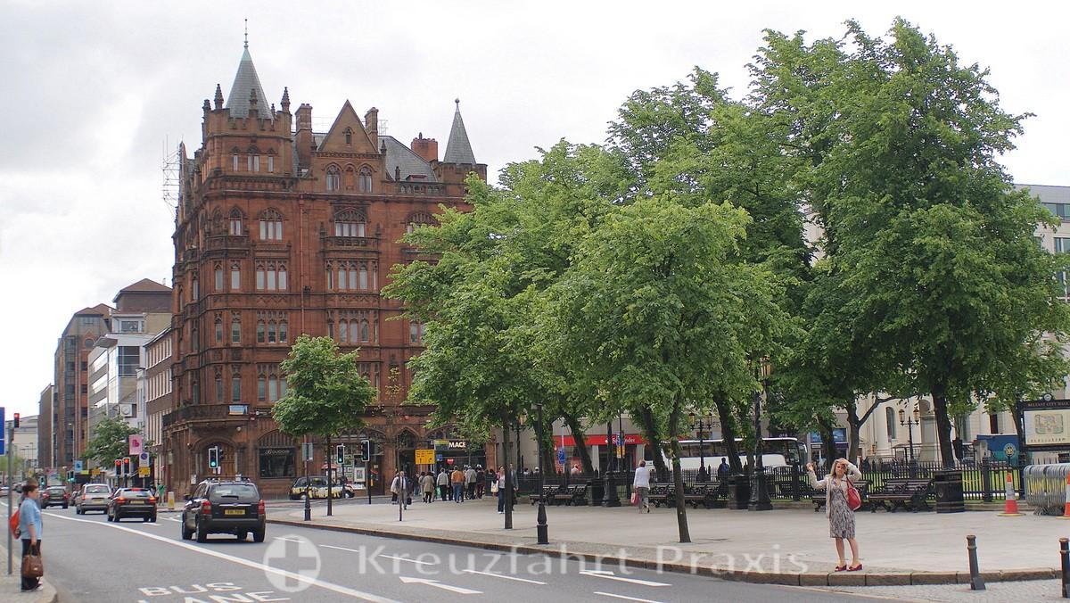 Belfast - Geschäftshaus neben City Hall