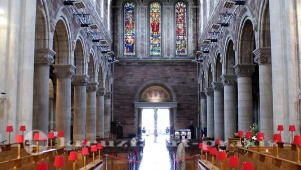 Belfast - Hauptschiff der Belfast Cathedral