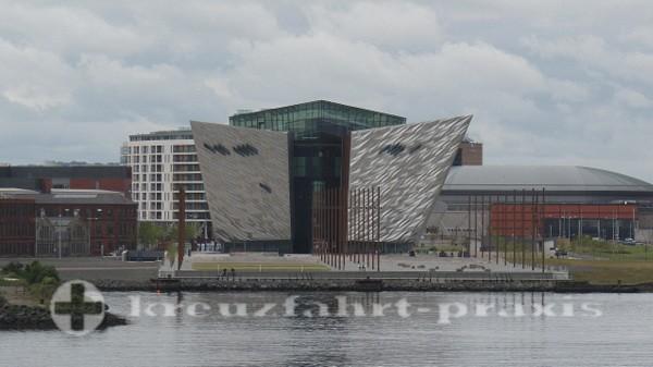 Belfast - Titanic Museum vor H & W Werft