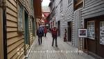 Gang im Bryggen-Viertel