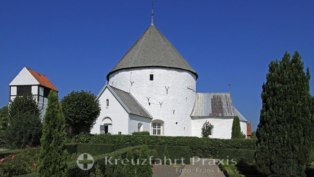 Nylars round church