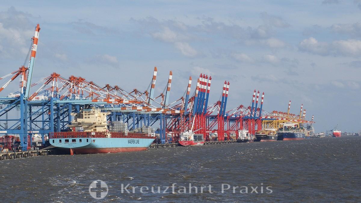 Bremerhaven's container cranes