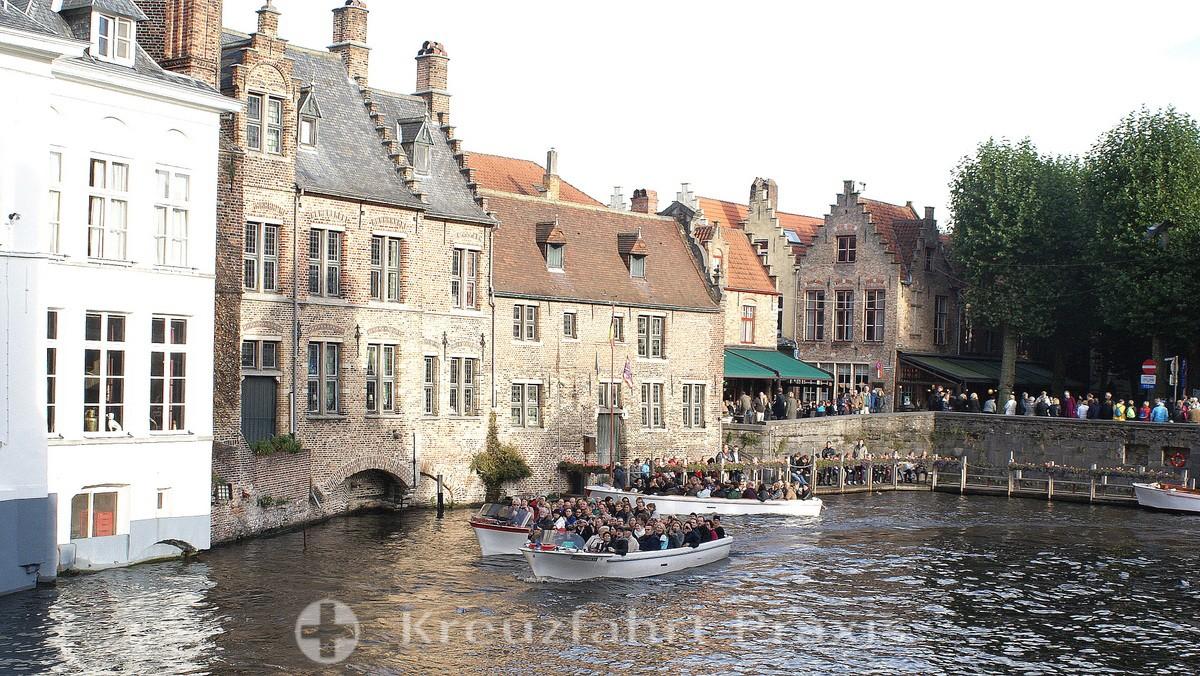 Bruges - excursion boats on the Dijvergracht