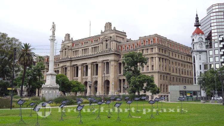 Plaza Lavalle mit dem Justizpalast