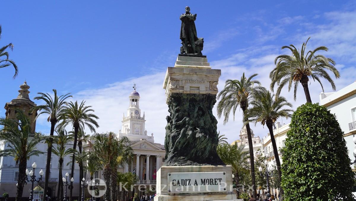 Das Moret-Denkmal auf der Plaza de San Juan de Dios