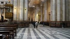 Kathedrale vom Heiligen Kreuz - Chorumgang