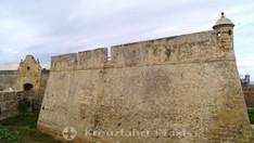 Mauern des Castillo Santa Catalina