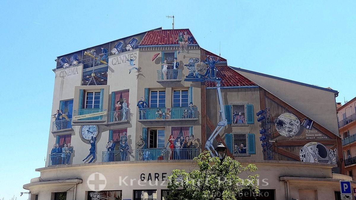 Fassaden-Malerei am Gare des Autobus