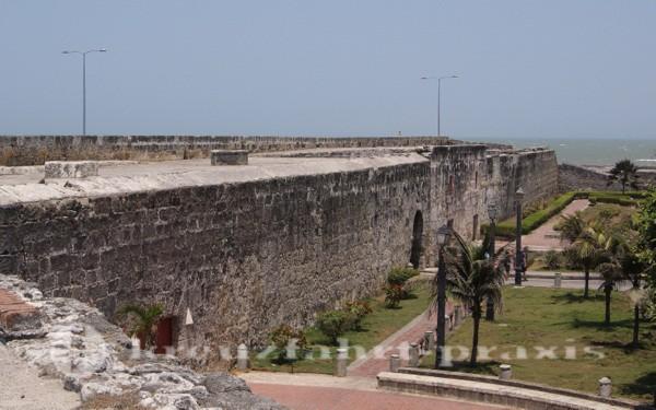 Cartagena - Grundsolide Festungsmauern