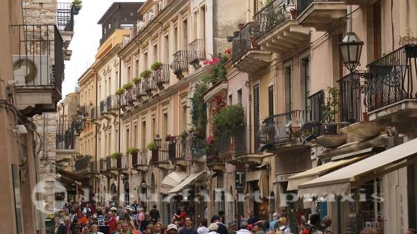 Straßenszene in Taormina
