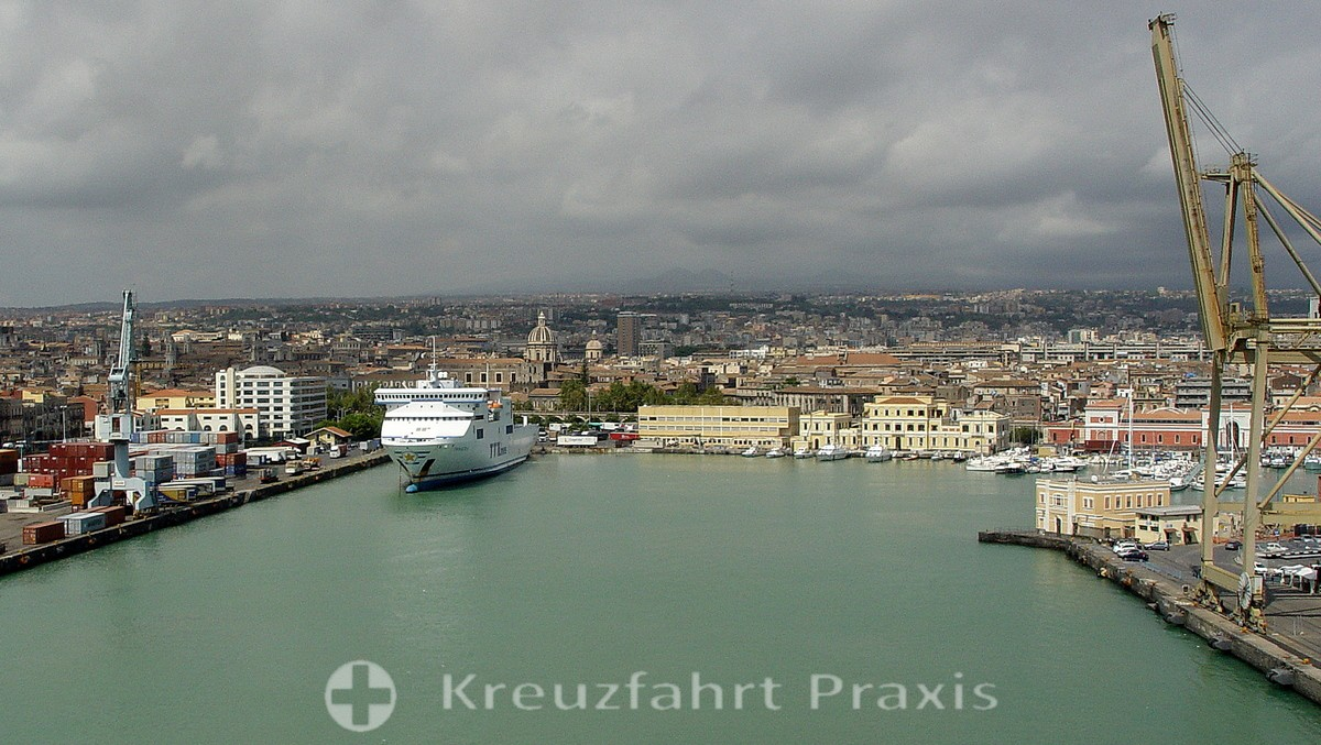 Catania - view of the city and port