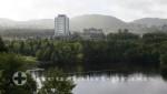 Corner Brook - Regierungs- und Verwaltungsbauten im Hintergrund