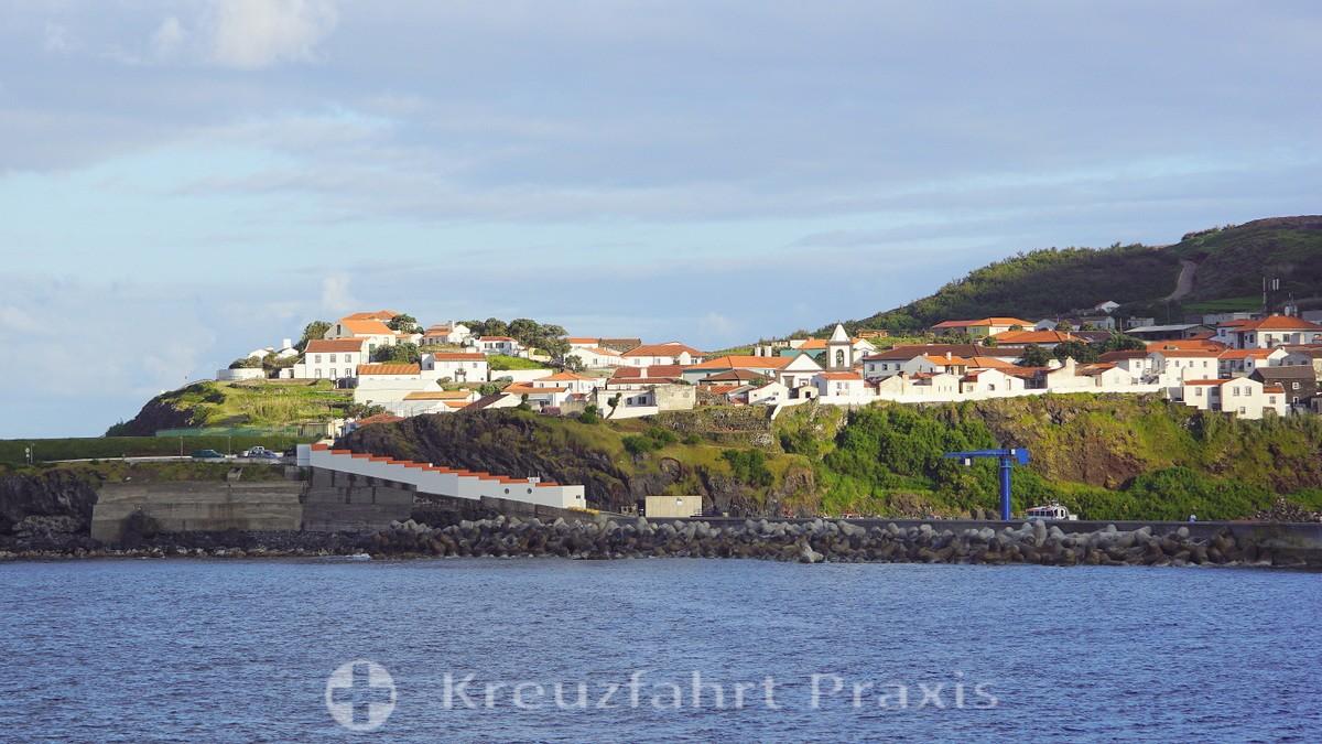 Vila do Corvo seen from the ship