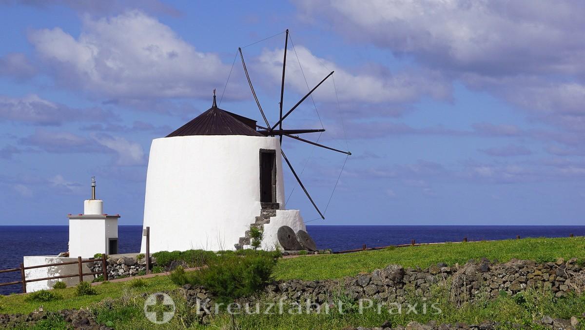 Corvo - Windmill in Vila do Corvo