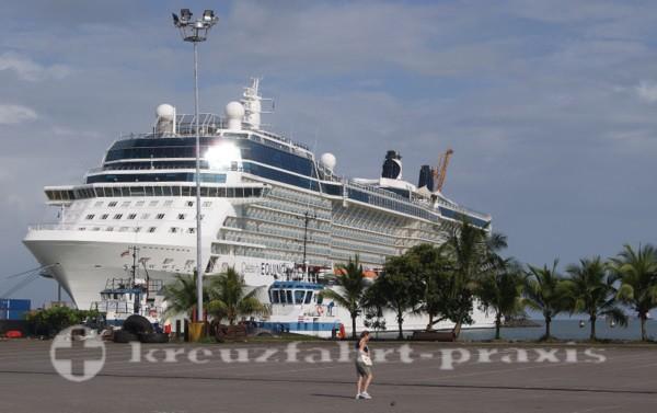 Costa Rica - Kreuzfahrtschiff am Pier