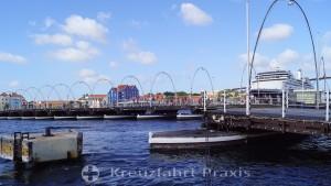Willemstad - Königin-Emma-Pontonbrücke geöffnet