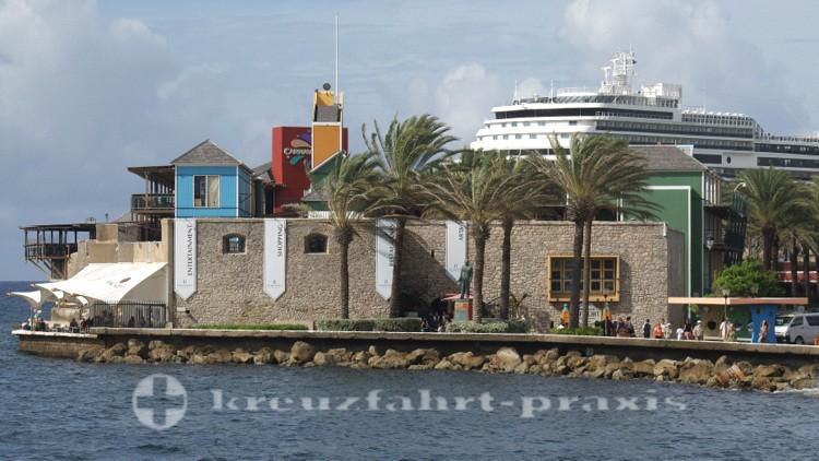 Curaçao - Rif Fort mit Kreuzfahrtschiff